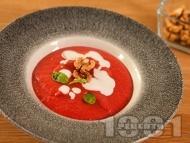 Приготвяне на рецепта Крем супа от червено цвекло с прясно мляко и течна сметана